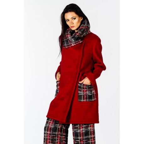 Cappotto rosso dettagli scozzesi